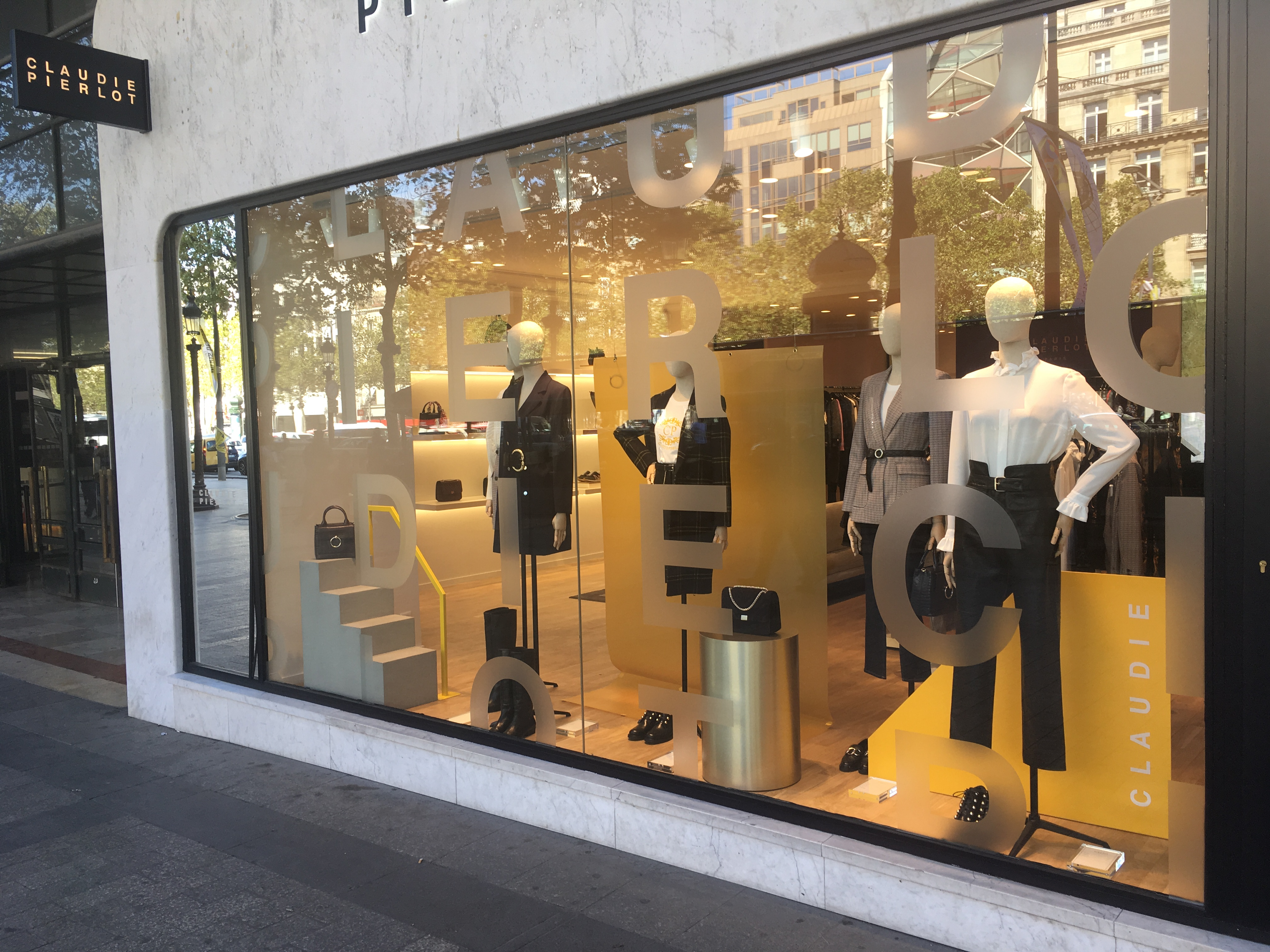 AGENCE_RETAIL_DESIGN_VISUAL_MERCHANDISING_SAINKO_CLAUDIEPIERLOT_AH_1