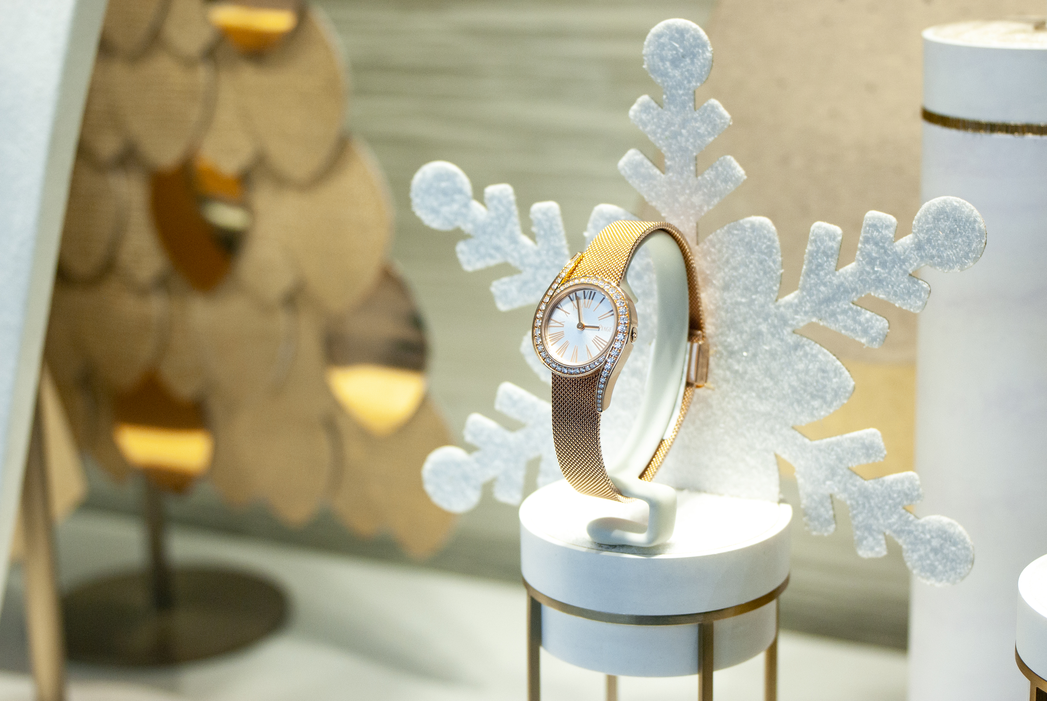 Vitrine décors Agence retail design visual merchandising luxe